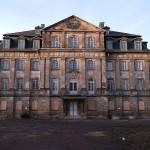 Schloss Tinz wird Berufsakademie (und wieder Wasserschloss)