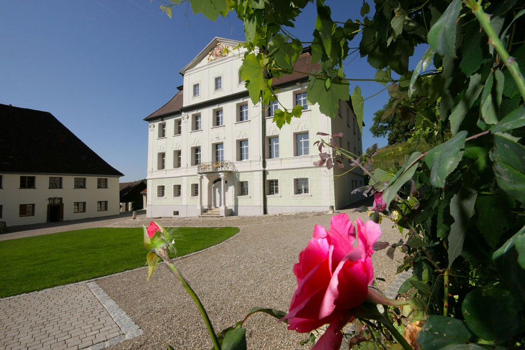 Schloss Granheim und Wirtschaftsgebäude / Foto: Wikimedia / Engel & Völkers Reutlingen / CC BY-SA 3.0