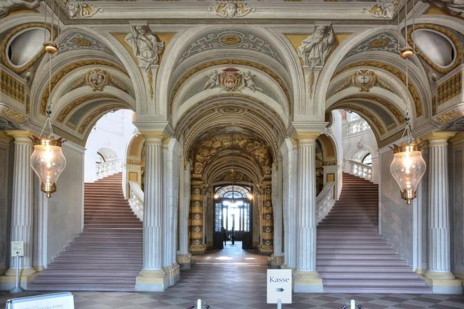 Das Treppenhaus von Schloss Bruchsal hat den Krieg überstanden / Foto: Wikipedia / Hubert Berberich (HubiB) / CC-BY-SA 3.0