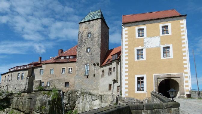 Burg Hohnstein in der Sächsischen Schweiz / Foto: Wikipedia / Dr. Bernd Gross / CC-BY-SA 3.0