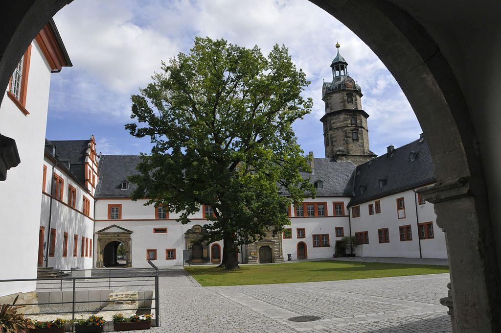 Der Innenhof von Schloss Ehrenstein 2011 / Foto: Wikipedia / CTHOE / CC-BY-SA 3.0