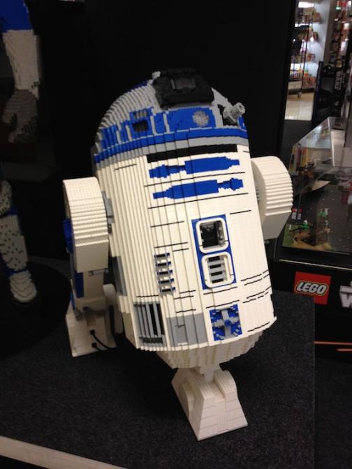 Star Wars fasziniert auch die Ulmer Lego-Künstler (dieser R2D2 tauchte in Düsseldorf auf. Der Droide hat nichts mit der Ausstelung in Bruchsal zu tun) / Eigenes Foto.
