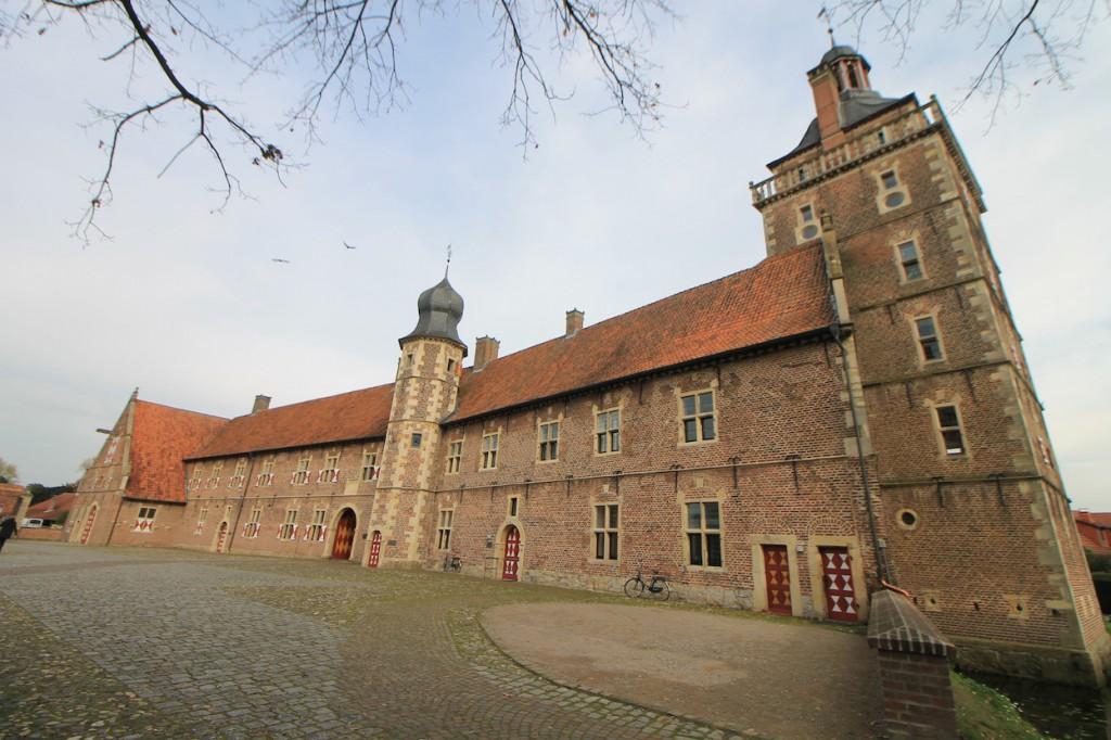 Schloss Raesfeld: Vorburg mit Sterndeuterturm