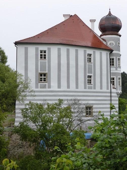 Der kunstvolle Dachaufbau des Turms ist auch wieder komplett / Foto: Wikipedia / luckyprof / CC-BY-SA 3.0