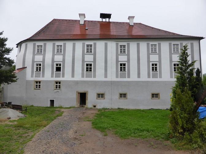 Front von Schloss Schönberg / Foto: Wikipedia / luckyprof / CC-BY-SA 3.0 / Foto oben: Wikipedia / Johanning / CC-BY-SA 3.0
