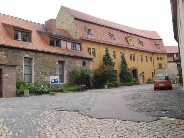 Das Burg-Gymnasium auf Burg Wettin / Foto: Wikipedia / Jonathan Wilkins / CC-BY-SA 2.0 / Foto oben: Wikipedia / David Meisel / CC-BY-SA 2.0