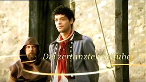 Alles wegen ein paar Prinzessinnen-Latschen: Anton (Carlo Ljubek) am Galgen. / Bild: Screenshot Youtube