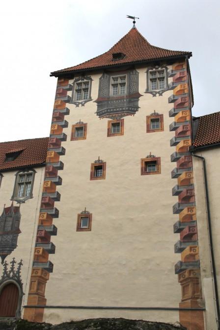 Der Gefängnisturm mit dem schadhaften Dach / Fotos: Burgerbe.de
