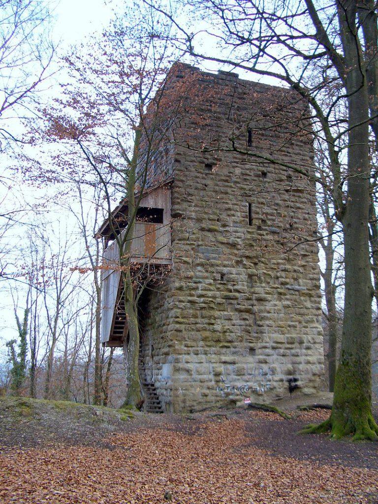 Von der Burg Alt-Wülfingen ist nur dieser noch 18 Meter hohe Bergfried / Foto: Wikipedia / KatB / CC-BY-SA 3.0