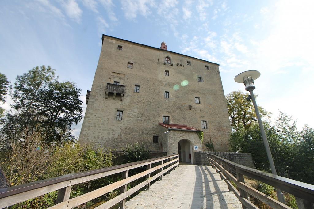 Die Saldenburg: Jugendherberge im Dreiburgenland bei Passau / Fotos: Burgerbe.de