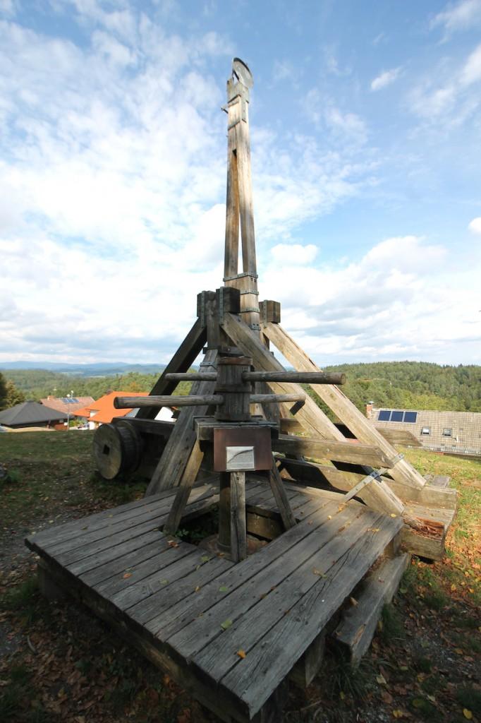Eine mittelalterliche Wurfmaschine nahe der Saldenburg