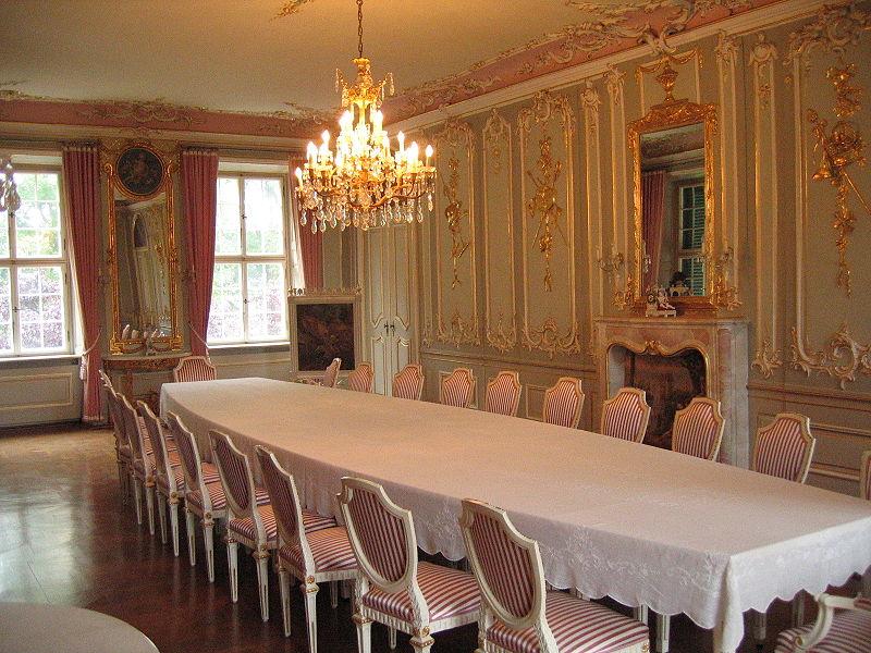 Schloss Hüffe: Luxuriös eingerichtet / Foto: gemeinfrei / Foto oben: Wikipedia / Ingo2802 / CC-BY-SA 3.0