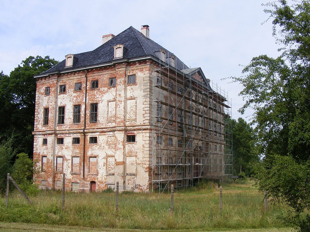 Schloss Rossewitz / Foto: Wikipedia / Global Fish / CC-BY-SA 3.0 / Foto oben: Schloss Divitz in den 1860er Jahren / gemeinfrei