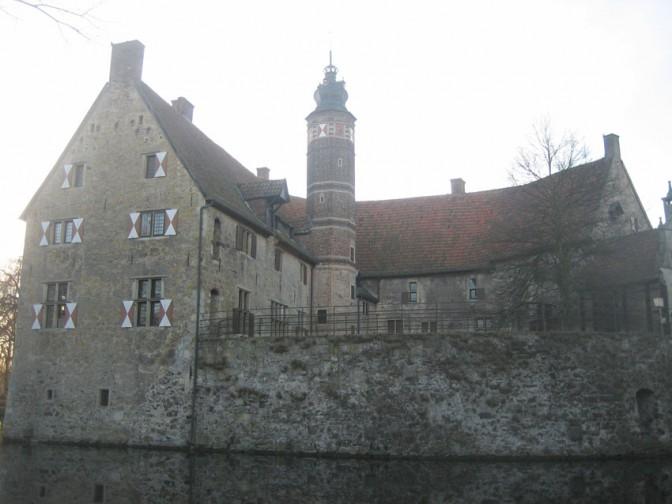 Die Arbeiten auf Burg Vischering sollen zwei Jahre dauern.