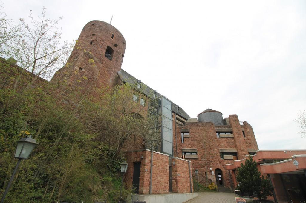 Burg Hengebach: Der Innenhof / Fotos: Burgerbe.de