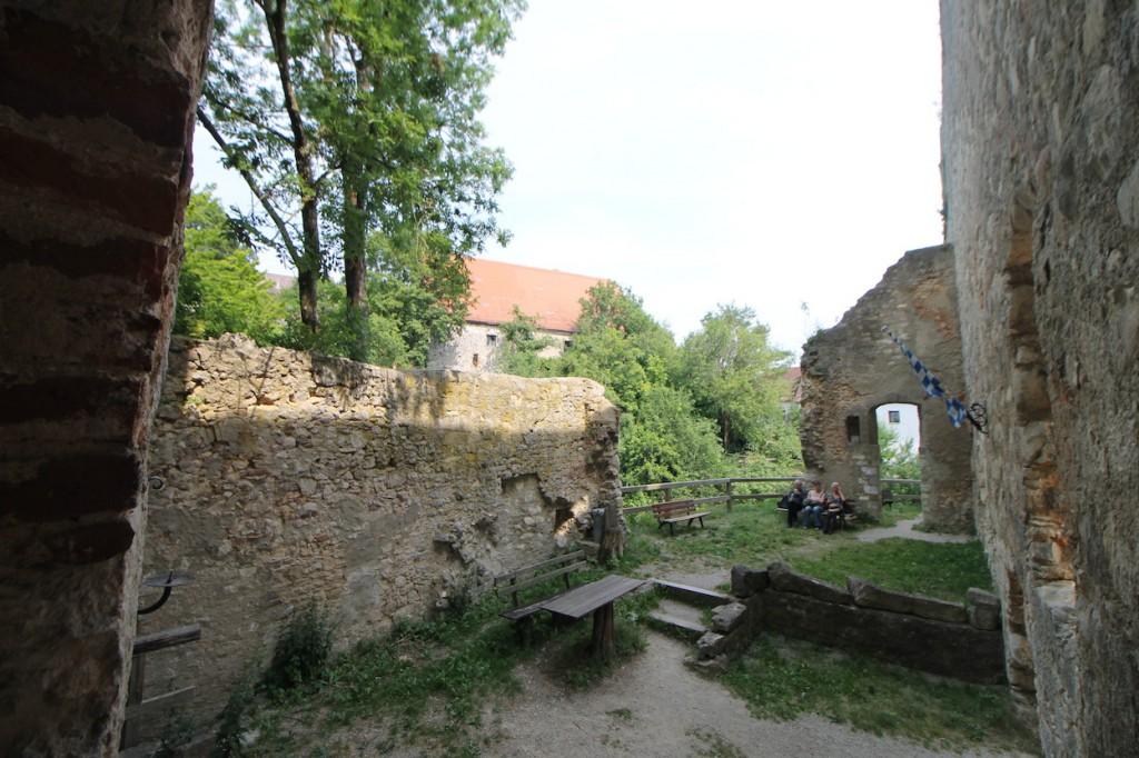 Jahrhundertelang verfiel die Burg
