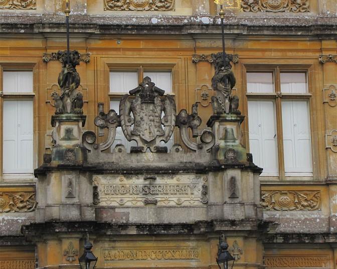Für die Fassade von Highclere Castle gilt: Deko, Deko, Deko / Foto: Wikipedia / ThisParticularGreg / CC-BY-SA 2.0