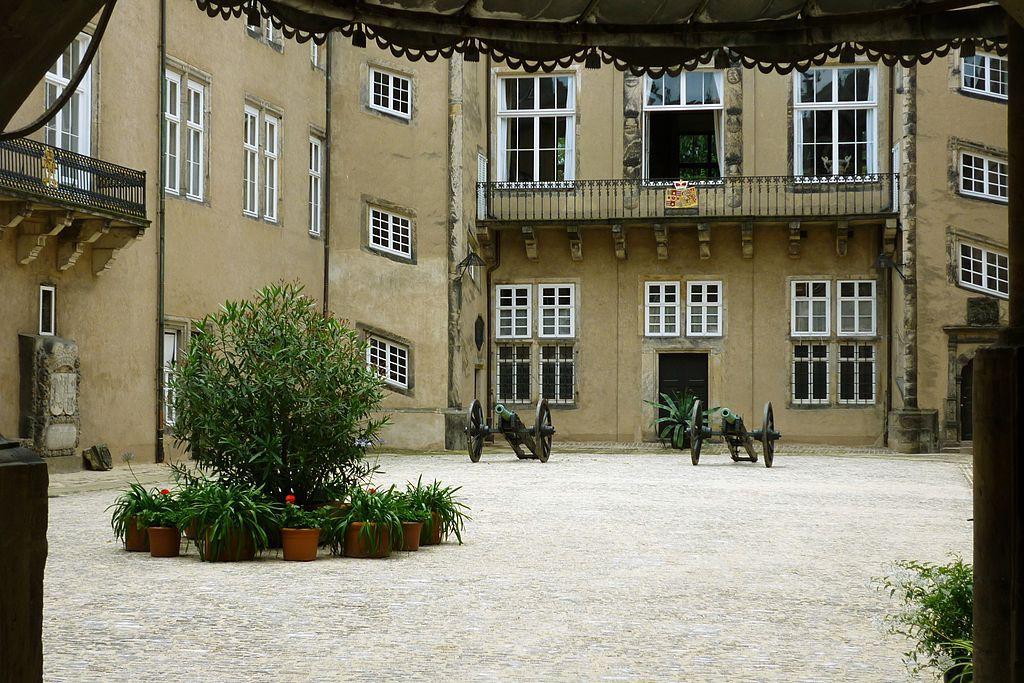Schloss Detmold: Noch ein Blick in den Innenhof / Foto: Wikipedia / Ub12vow / CC-BY-SA 3.0