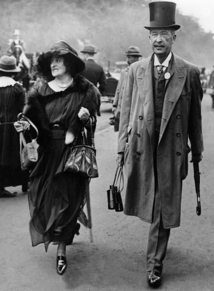 Immer für Nachrichten aus Ägypten und Pferderennen zu haben: Lord und Lady Carnarvon 1921 / Foto: gemeinfrei