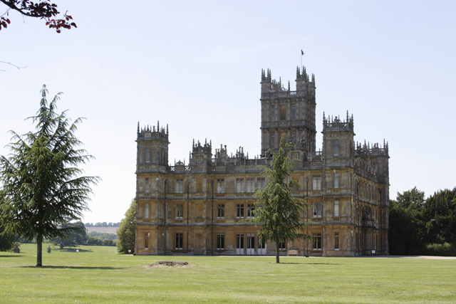 wo liegt downton abbey drehort highclere castle. Black Bedroom Furniture Sets. Home Design Ideas
