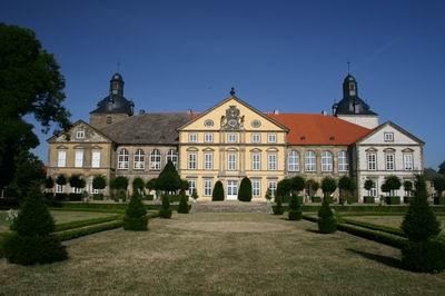 Schloss Hundisburg heute / Foto: Wikipedia / gemeinfrei / Foto oben: Wikipedia / Wistula /CC-BY-SA 3.0