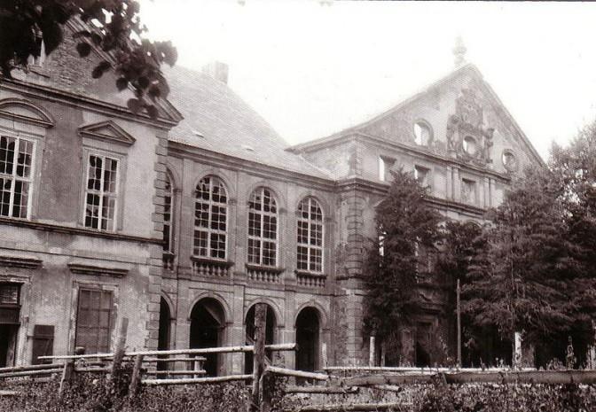 1980: Nur die Fassade stand noch / gemeinfrei