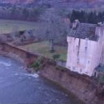 Abergeldie Castle droht nach Ufer-Abbruch einzustürzen