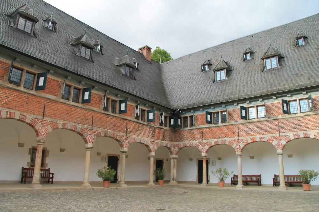 Der Arkadengang im Schlosshof / Foto: Burgerbe.de