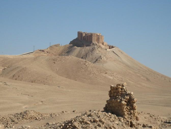 Zu Friedenszeiten in Palmyra: Burg, Sand und Trümmer... / Foto: Burgerbe.de