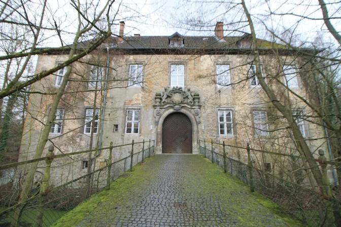 Der Zugang zu Schloss Wendhausen ist nur über Brücken möglich / Fotos: Burgerbe.de