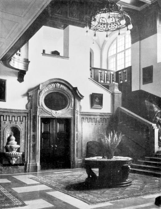 Repräsentativ: Die Diele im Schloss erstreckt sich über zwei Stockwerke. Foto von 1909 (gemeinfrei)