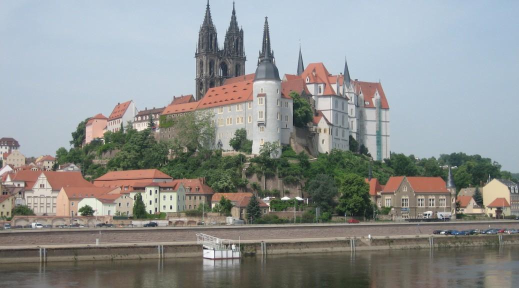 Reisen zu exotischen Burg-Standorten wie Meissen wollen finanziert werden / Foto: Burgerbe.de