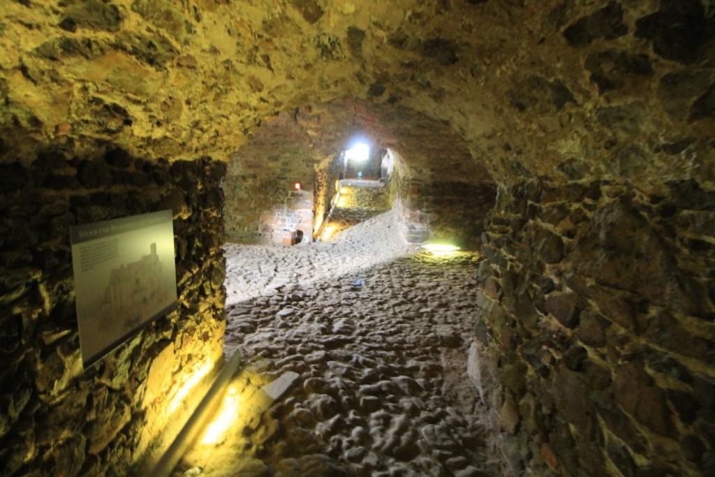 Gang unter Burg Gnandstein