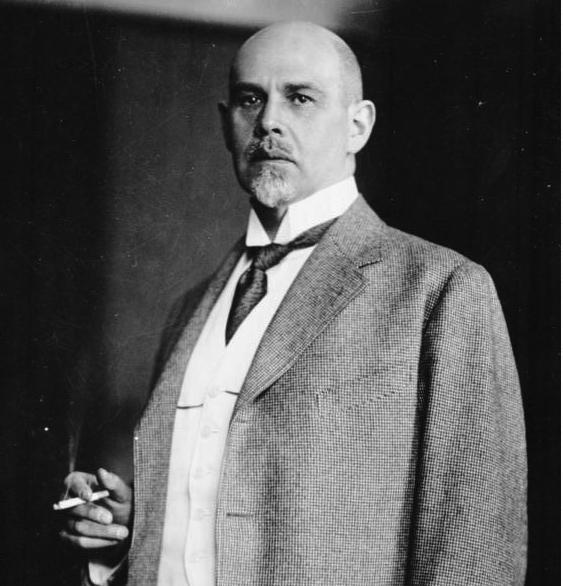 Walther Rathenau ein Jahr vor seiner Ermordung / Foto: Bundesarchiv / CC-BY-SA 3.0gest. 1922 1922 Aussenminister, schloss mit Sowjetruflland 1922 den Vertrag von Rapallo. Er wurde durch die Geheimorganisation Consul ermordet, deren Hinterm‰nner die Schwerindustrie war.