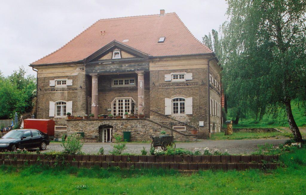 Zum Schloss gehört auch das sogenannte Planteurhaus / Foto: Wikipedia / Langlotz / CC-BY-SA 4.0