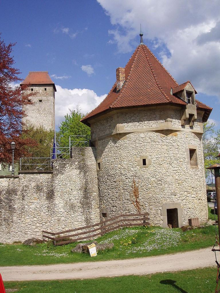 Rundturm und Bergfried von Burg Veldenstein / Foto: gemeinfrei