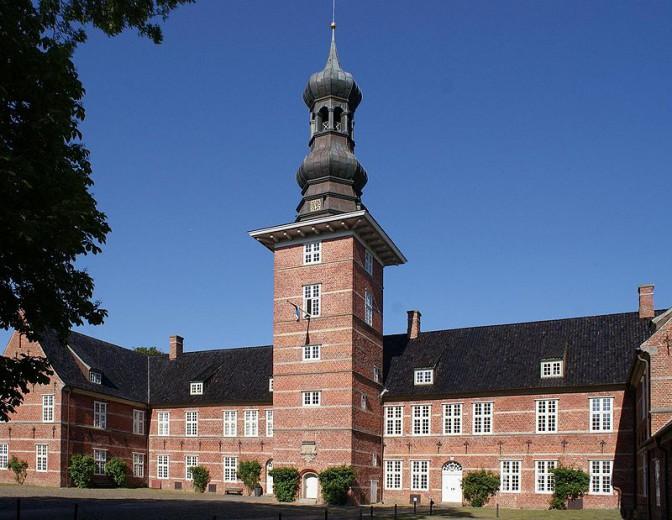Das Schloss vor Husum, eines der wenigen Schlösser nahe der Nordsee in Schleswig-Holstein Foto: Wikipedia / PodracerHH / CC-BY-SA 3.0 / Foto oben: Wikipedia / Bunte Nordlichter / CC-BY-SA 2.0 / Foto oben: