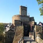 Die Ehrenburg: Das Rätsel des doppelten Burgturms