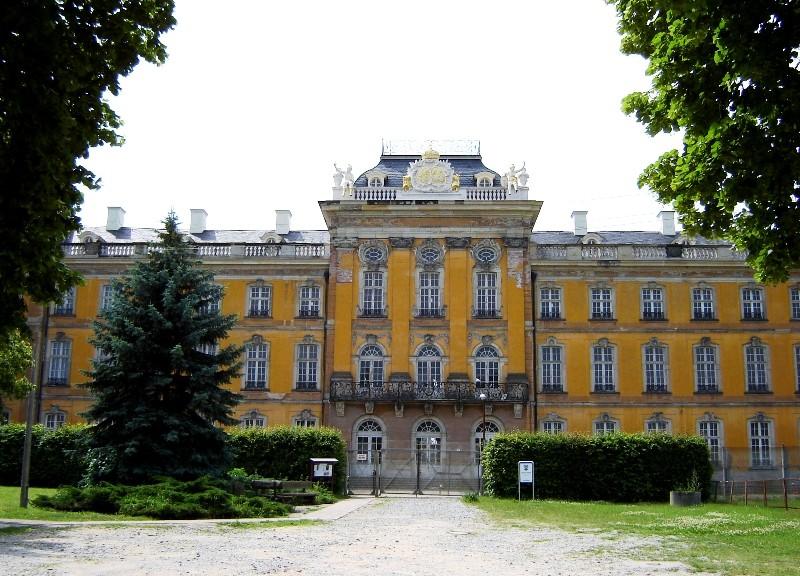 Schloss Dornburg - ein ähnlicher Bau wie das Saarbrücker Schloss, nur ockergelb / Foto: gemeinfrei