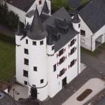 Wie das Hänneschen auf die Eifel-Burg Dreis kam