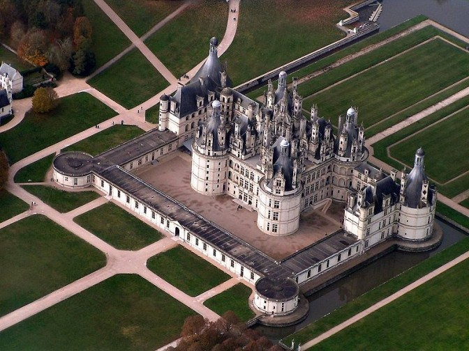 Schloss Chambord mit seinen Rasenflächen (das Foto entstand vor der Überflutung) Foto; Wikipedia / Elementerre / CC-BY-.SA 3.0