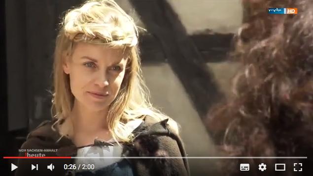 Friederike Kempter spielt die auf Burg Falkenstein eingekerkerte Hexe Confidante / Bild Screenshot Youtube-Beitrag RBB
