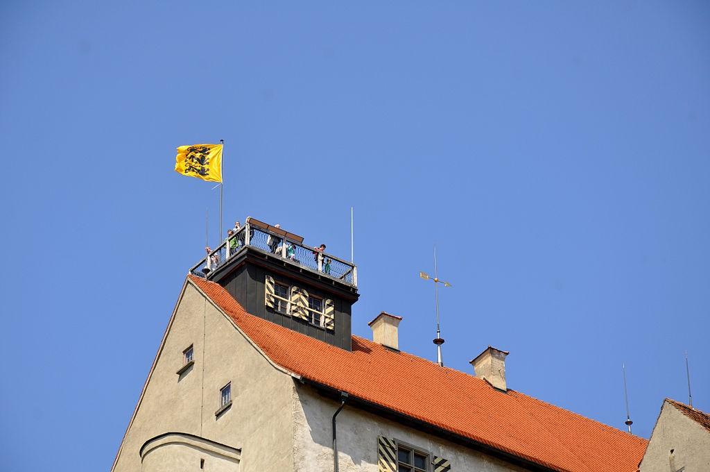 Obere Aussichtsplattform auf dem Dach der Waldburg. Eine Brandschutz-Genehmigung gibt es nicht. / Foto: Andreas Präefcke / CC-BY-SA 4.0