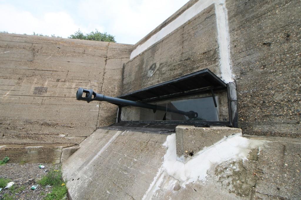 Die 7,5-cm-Panzerabwehrkanone feuerte durch eine Schießscharte im Bunker