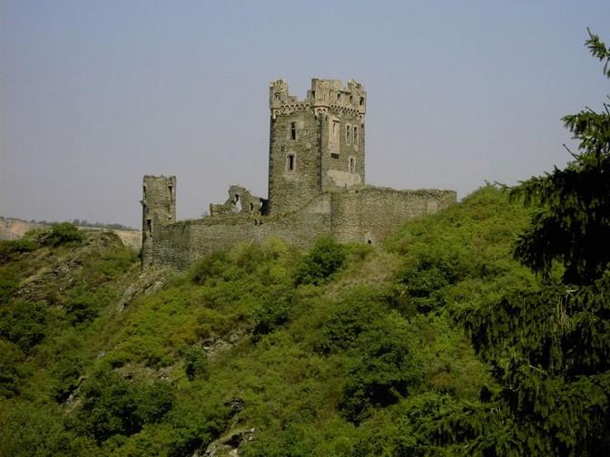 Die Burg Wernerseck in der Vulkaneifel / Foto: gemeinfrei / Foto oben: Wolkenkratzer / CC-BY-SA 4.0