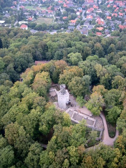 Blick von Süden auf Burg und Ort Lichtenberg / Foto: Wikipedia / http://www.ballon-sz.de / CC-BY-SA 2.0