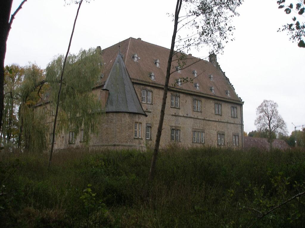 Schloss Thienhausen wurde versteigert / Fotos: Wikipedia /Klaus Graf / CC-BY-SA 3.0