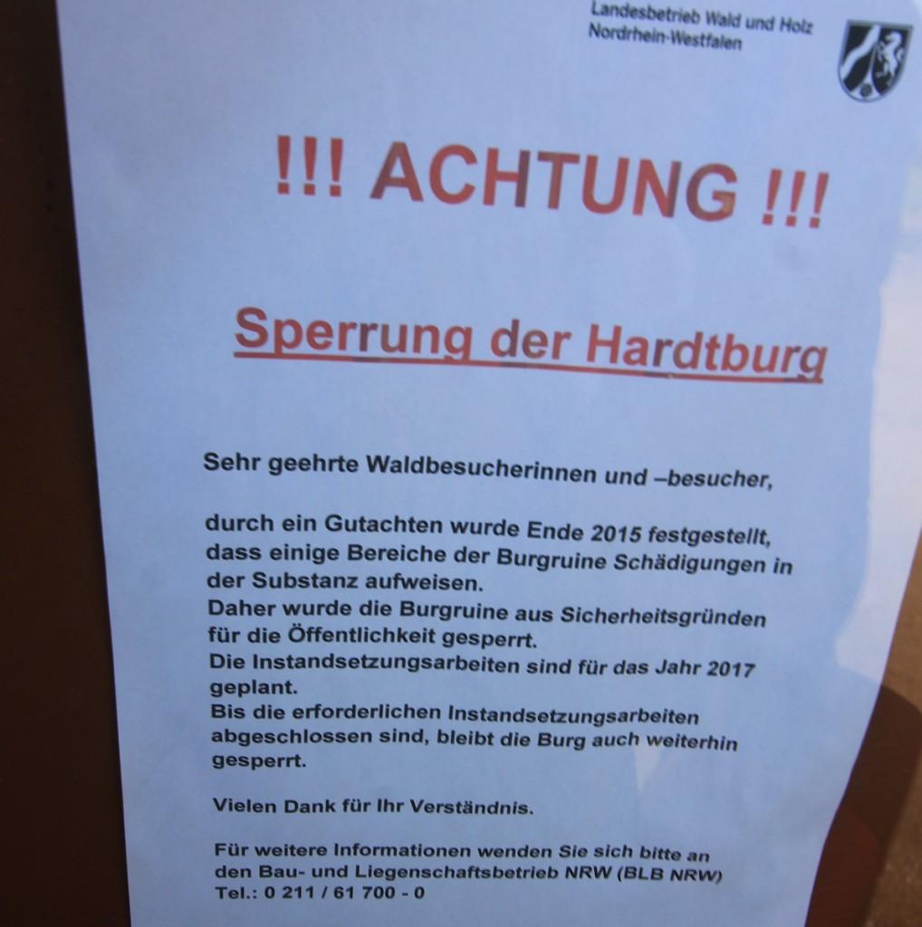 Der Zugang zur Hardtburg ist gesperrt / Fotos: Burgerbe.de
