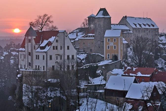 Burg Hohnstein im Winter / Foto: Wikipedia / Norbert Kaiser / CC-BY-SA 3.0