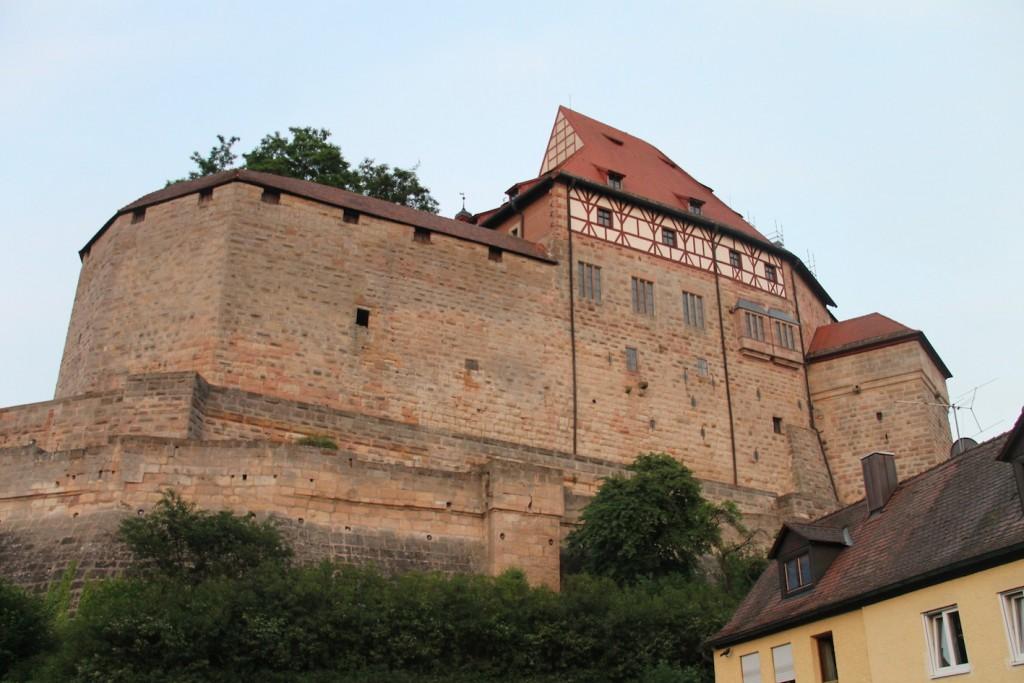 Die Cadolzburg wurde nach dem Krieg weitgehend wieder aufgebaut / Fotos: Burgerbe.de